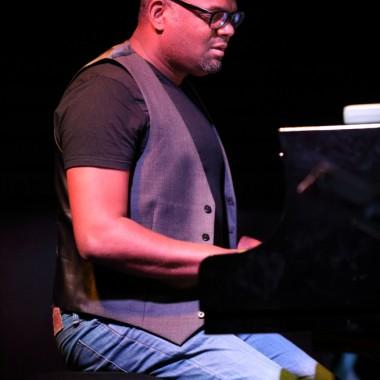 Jerry Leonide, piano